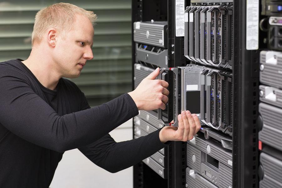 Administrador IT configurando un RAC