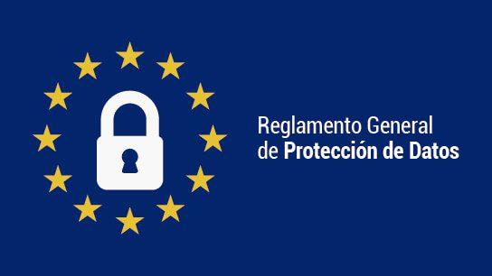 Candado rodeado de las estrellas de la bandera de la comunidad europea. Reglamento General de Protección de Datos
